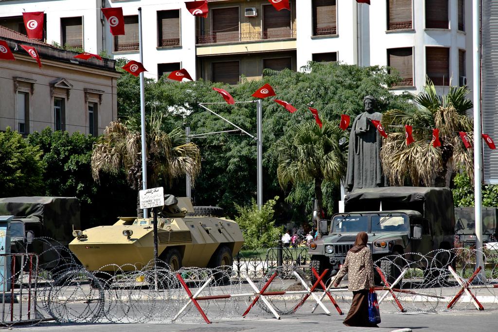La statue d'Ibn Khaldun, Avenue Bourguiba à Tunis. Août 2011. (Photo : André Lange-Médart)
