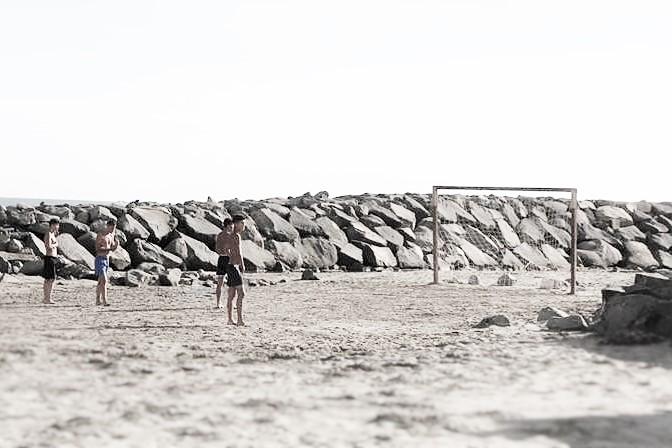 Jeunes joueurs de calcio sur la plage d'Ostia (Photo : André Lange-Médart)