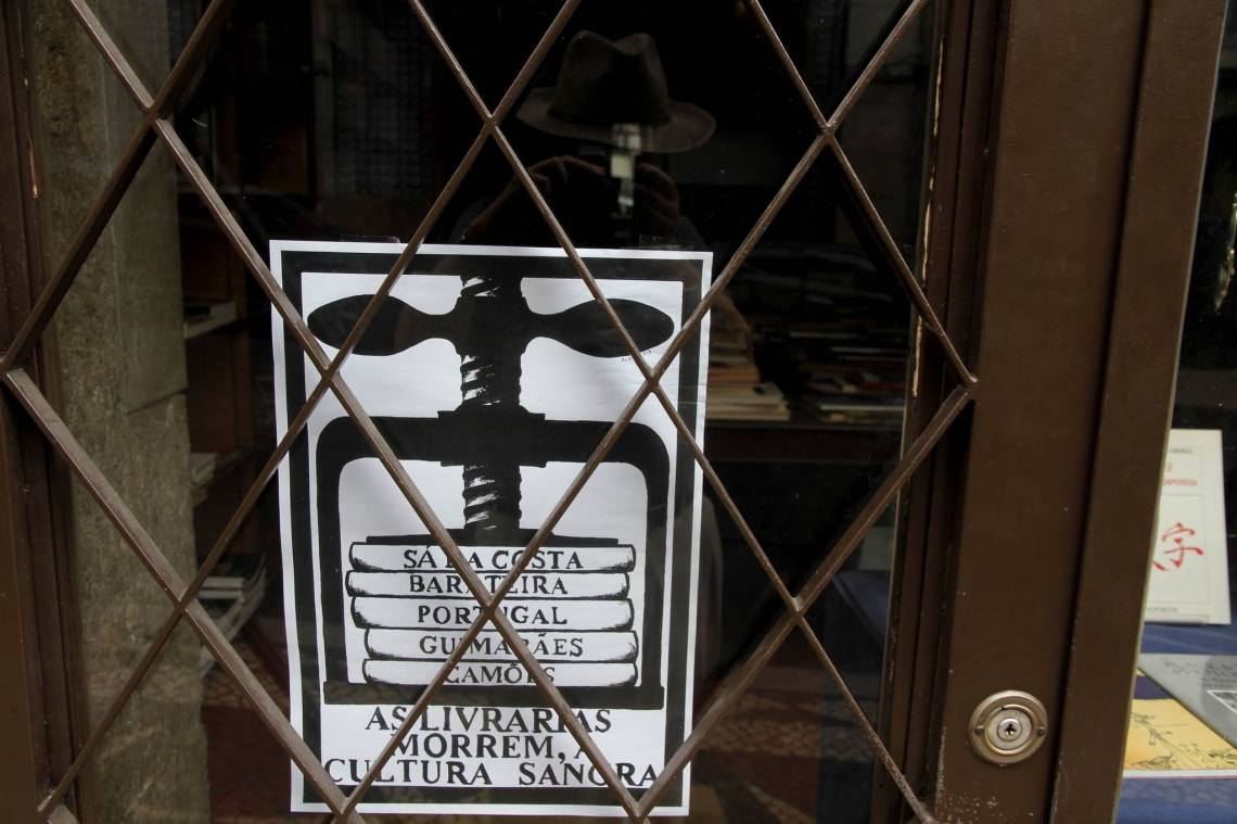 """""""Les librairies meurent. La culture saigne"""". (Lisbonne, août 2013)."""