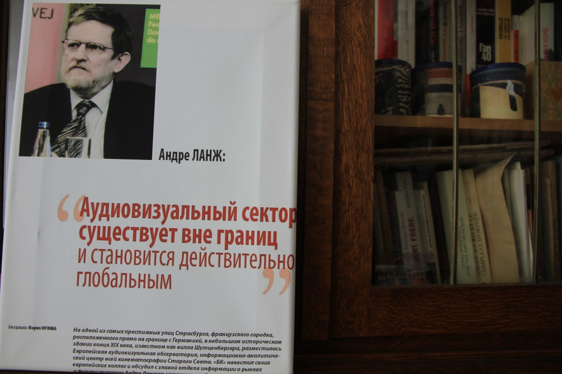 "Interview dans ""Bookers' Bulletin"" (Moscou, juin 2014) - Reproduction sur toile par Alison Hindhaugh."