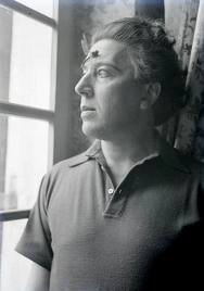 André Breton avec libellule (Photo : Man Ray)