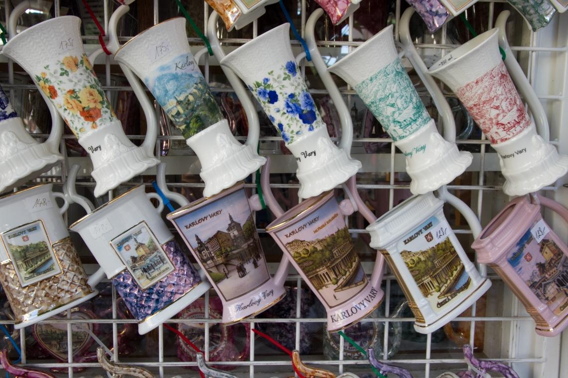 Tasses de porcelaine pour cure thermale à Karlovy Vary Photo André Lange-Médart