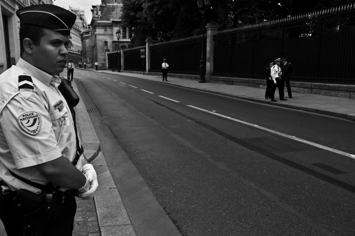 En attendant le Président du Mexique (Paris, 13 juillet 2015). Photo : André Lange-Médart