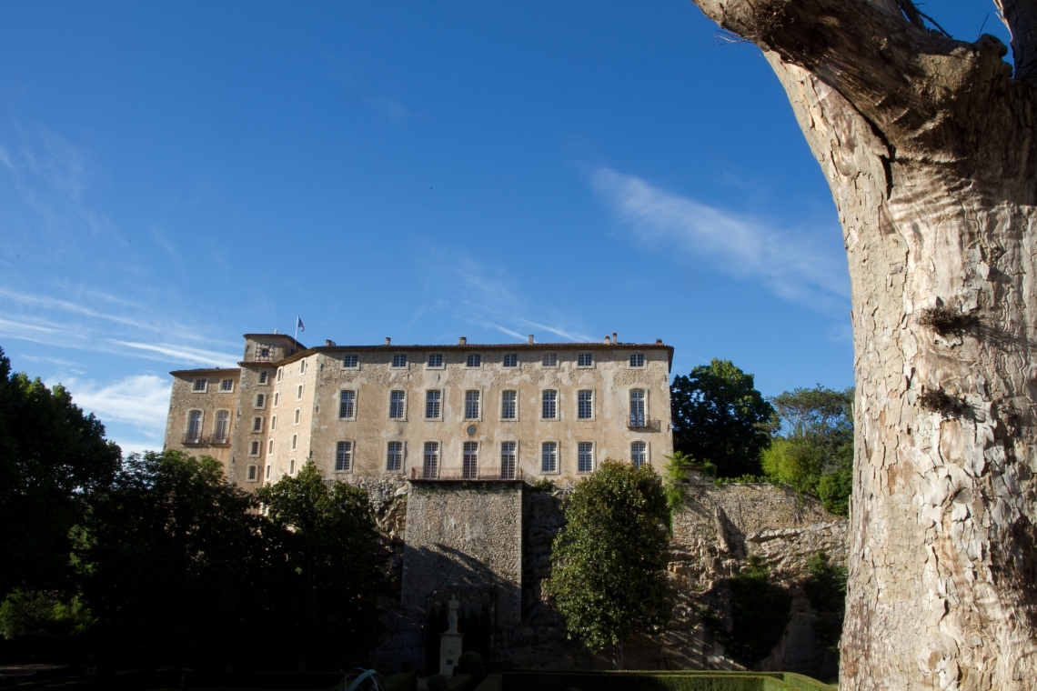 Le château d'Entrecasteaux (juin 2015) Photo André Lange-Médart