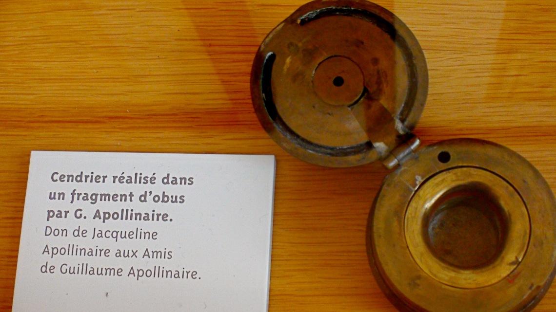 Cendrier réalisé par Apollinaire avec un débris d'obus. Don de Jacqueline Apollinaire au Musée Apollinaire de Stavelot. Photo André Lange-Médart