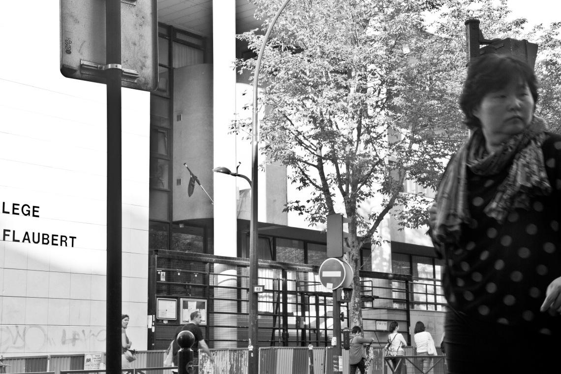 Devant le Collège Gustave Flaubert. Photo n°4. Photo André Lange-Médart