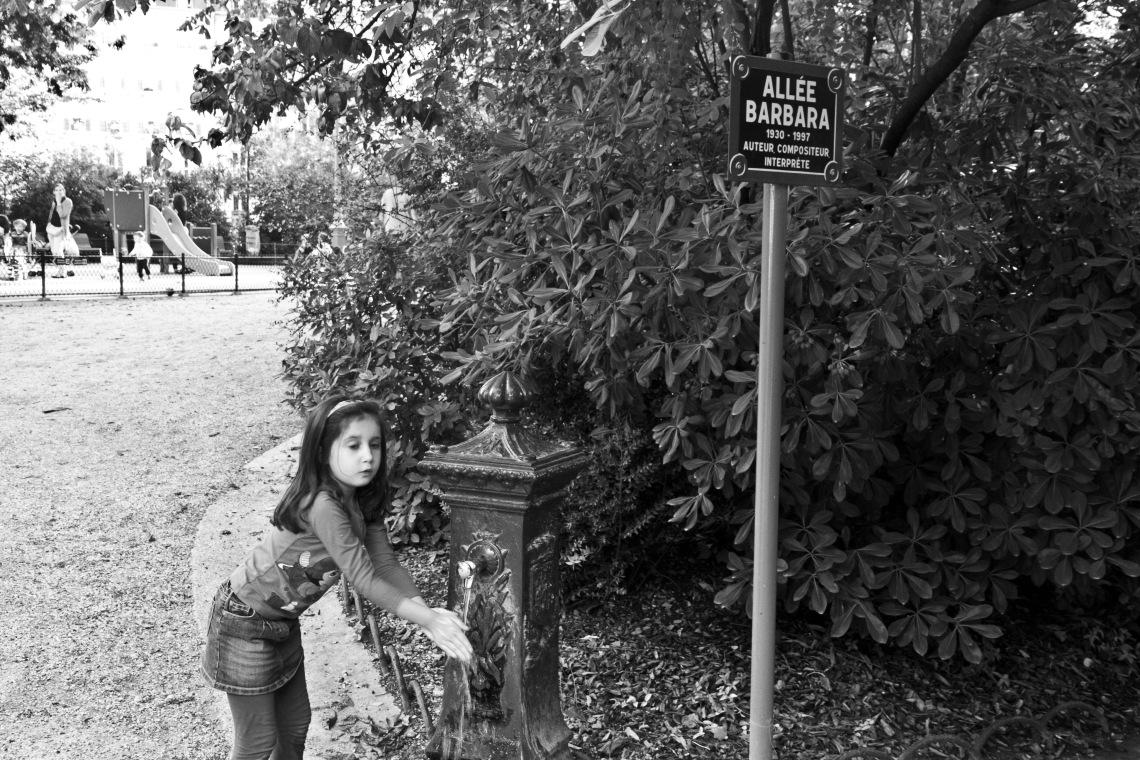 Allée Barbara (Square des Batignolles, août 2015) Photo André Lange-Médart