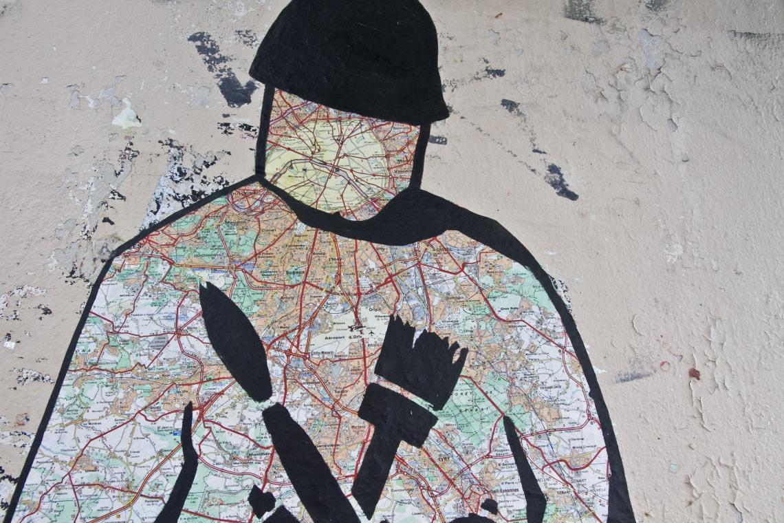 SOLDATIN CONNU, Soldat inconnu à la carte routière. Photo André Lange-Médart
