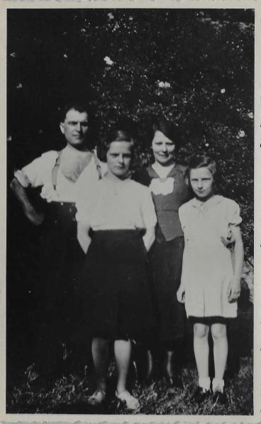 François Médart, son épouse Jeanne et ses filles Josée et Yvette, le dimanche 13 juillet 1941, la veille de son arrestation.